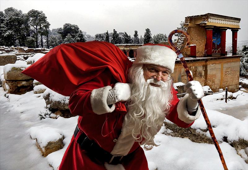 Απο την Κρητη ξεκίνησε φέτος να μοιράζει τα δώρα του ο Άγιος Βασίλης.